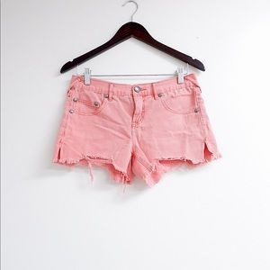 FREE PEOPLE PINK DISTRESSED CUT OFF SHORTS 💕
